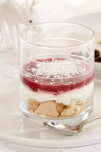 Verrines au yaourt et coulis de framboises